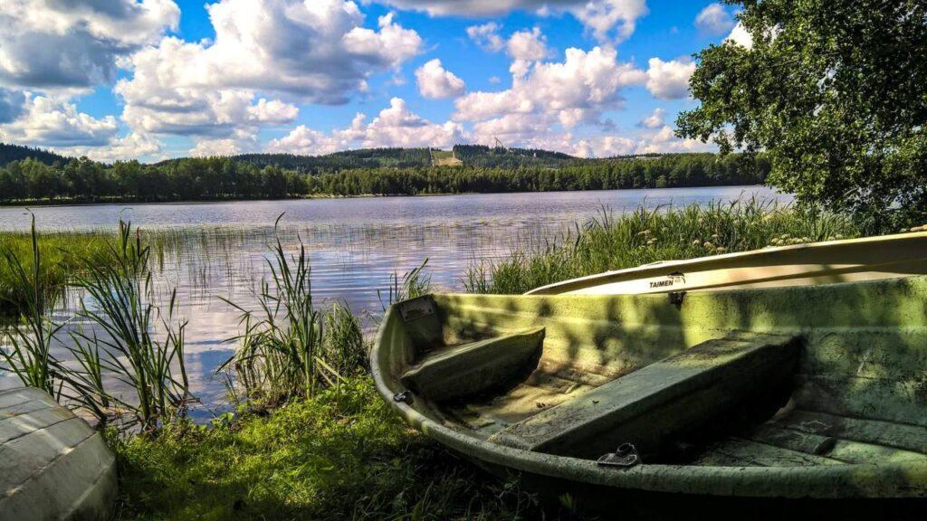 Widok na jezioro w Jyväskyli. Kursy letnie to także świetna okazja do podróżowania i wypoczynku.